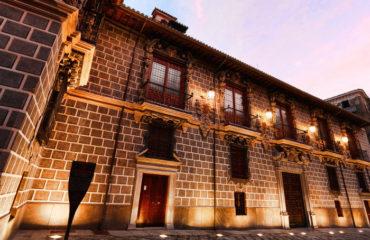 Fachada barroca de la Madraza de Granada